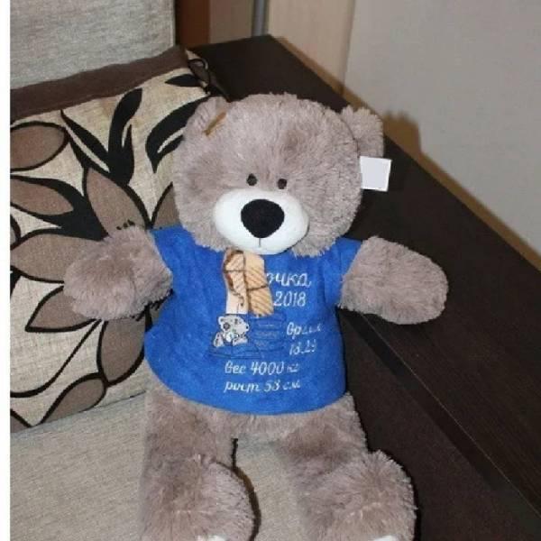 Именная мягкая игрушка мишка Тедди с вышитой метрикой, цвет - капучино