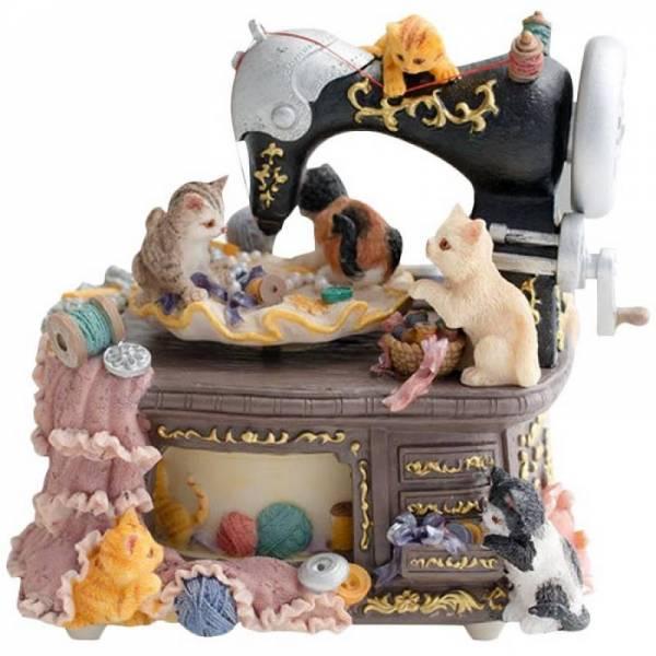 """Музыкальная шкатулка """"Котята на швейной машинке"""""""