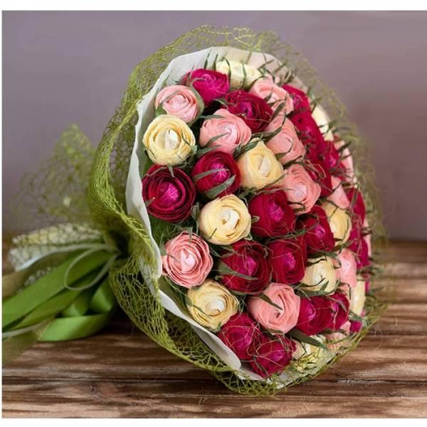"""Букет с конфетами """"Почти 101 роза"""""""